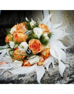 Bouquet of 25 roses: carrot and white | Flowers to women