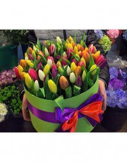 Chic tulips in hat box | Flowers to women