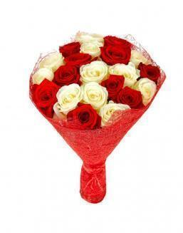 Bouquet of 21 red and white roses mixed | Flowers to women